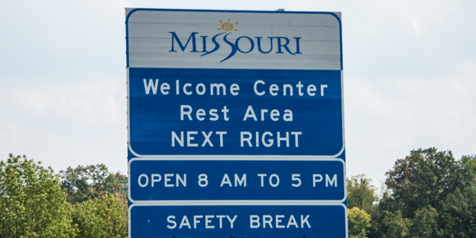 a missouri rest area sign